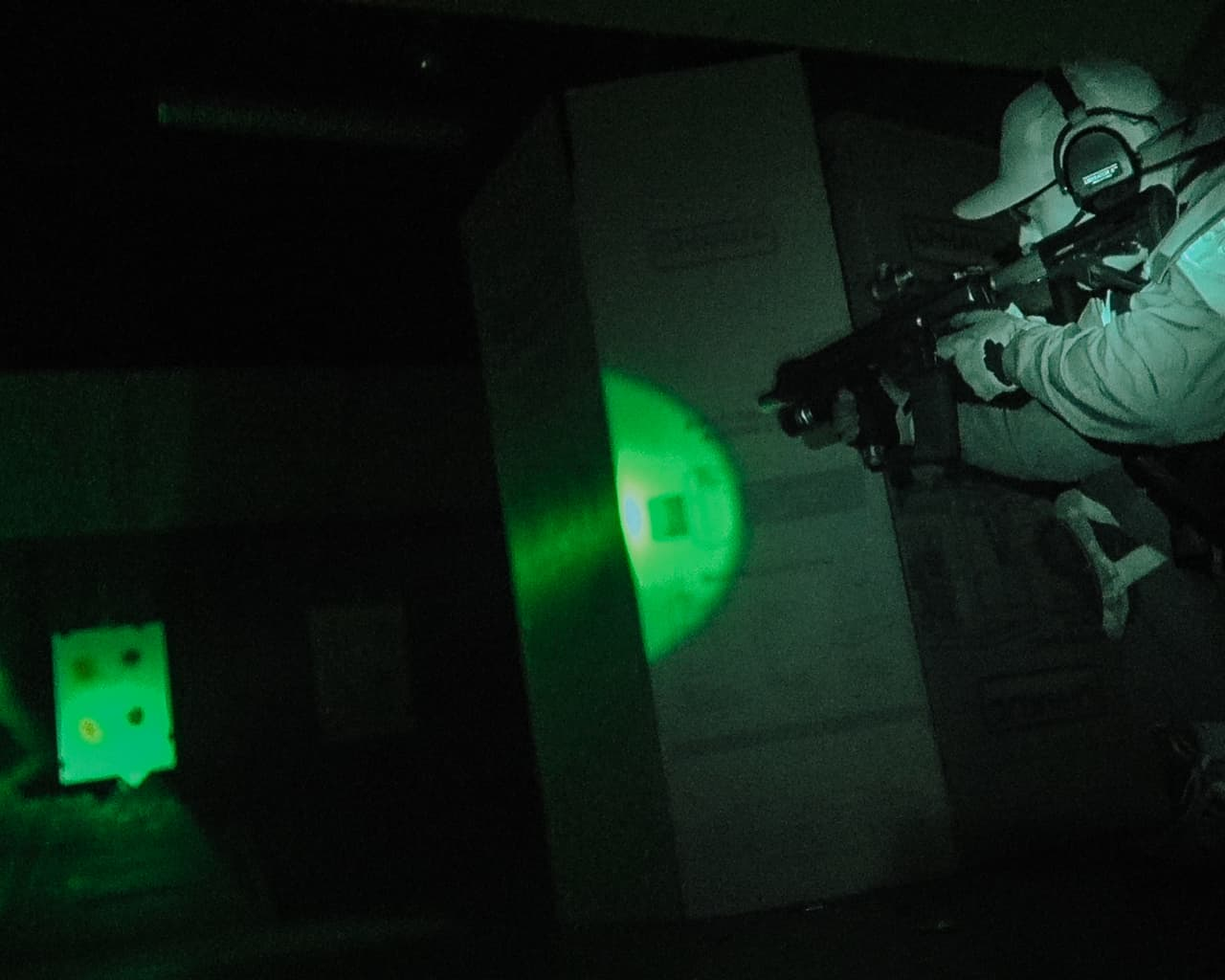 low light carbine gunfighter movement with barriers
