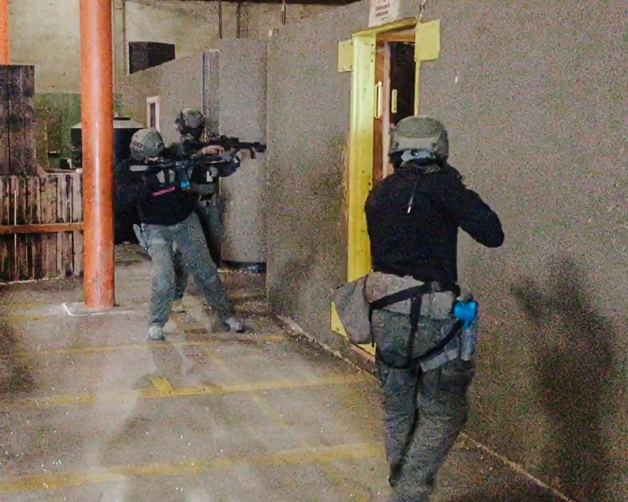 pie the corner with carbine team entry tactics